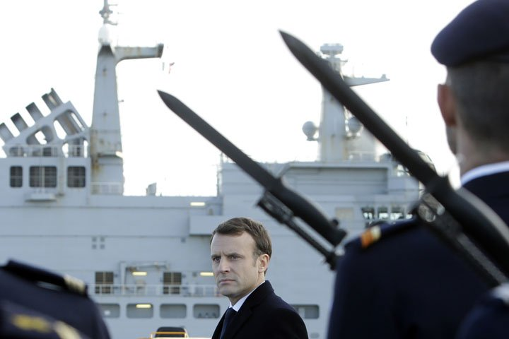 @BroadcastImagem: Presidente Emmanuel Macron visita base militar francesa de Toulon, no sul do país. Claude Paris/AP