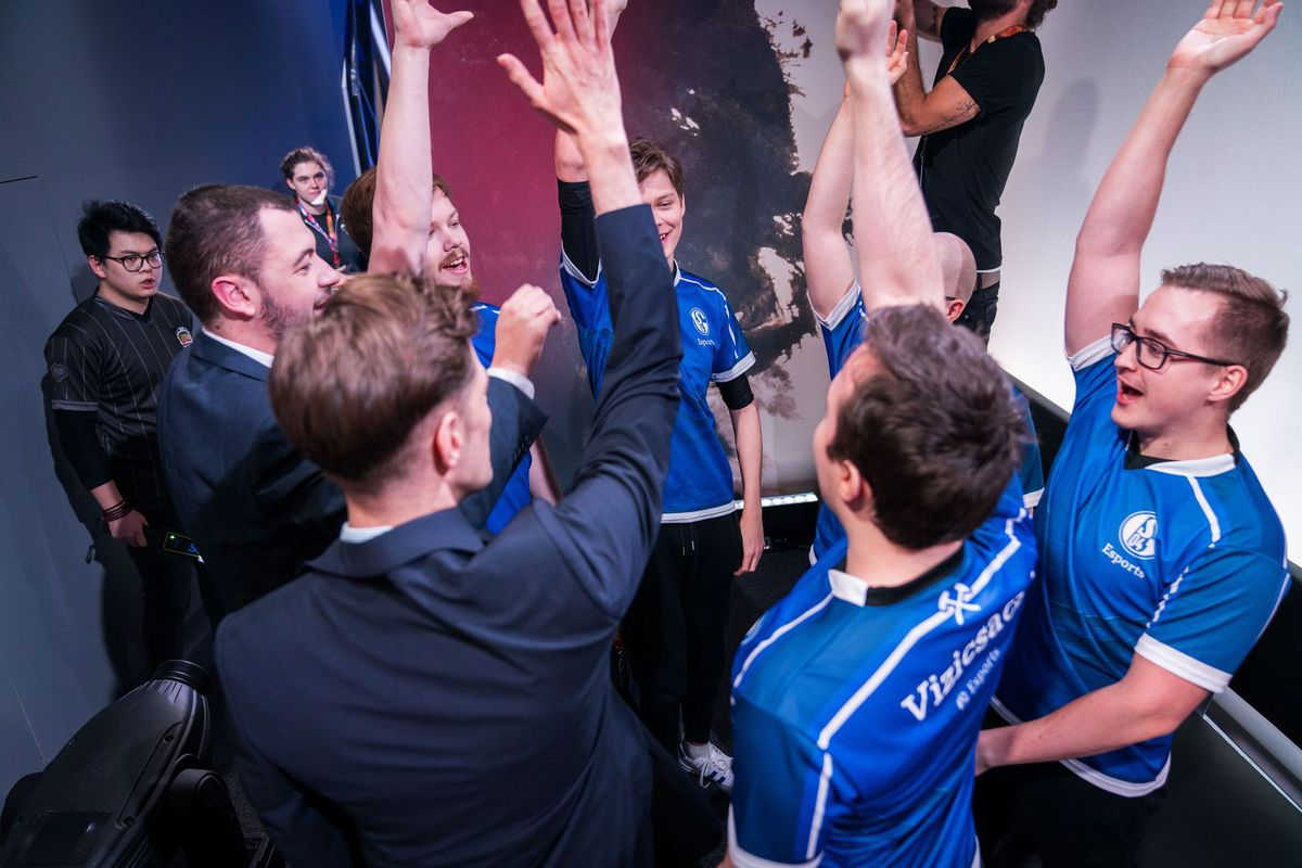 ICYMI: Krepo came out of retirement to lead Schalke to victory in their opening matchup:  https://t.co/OJpvETXOfK https://t.co/yQjRAVTEni