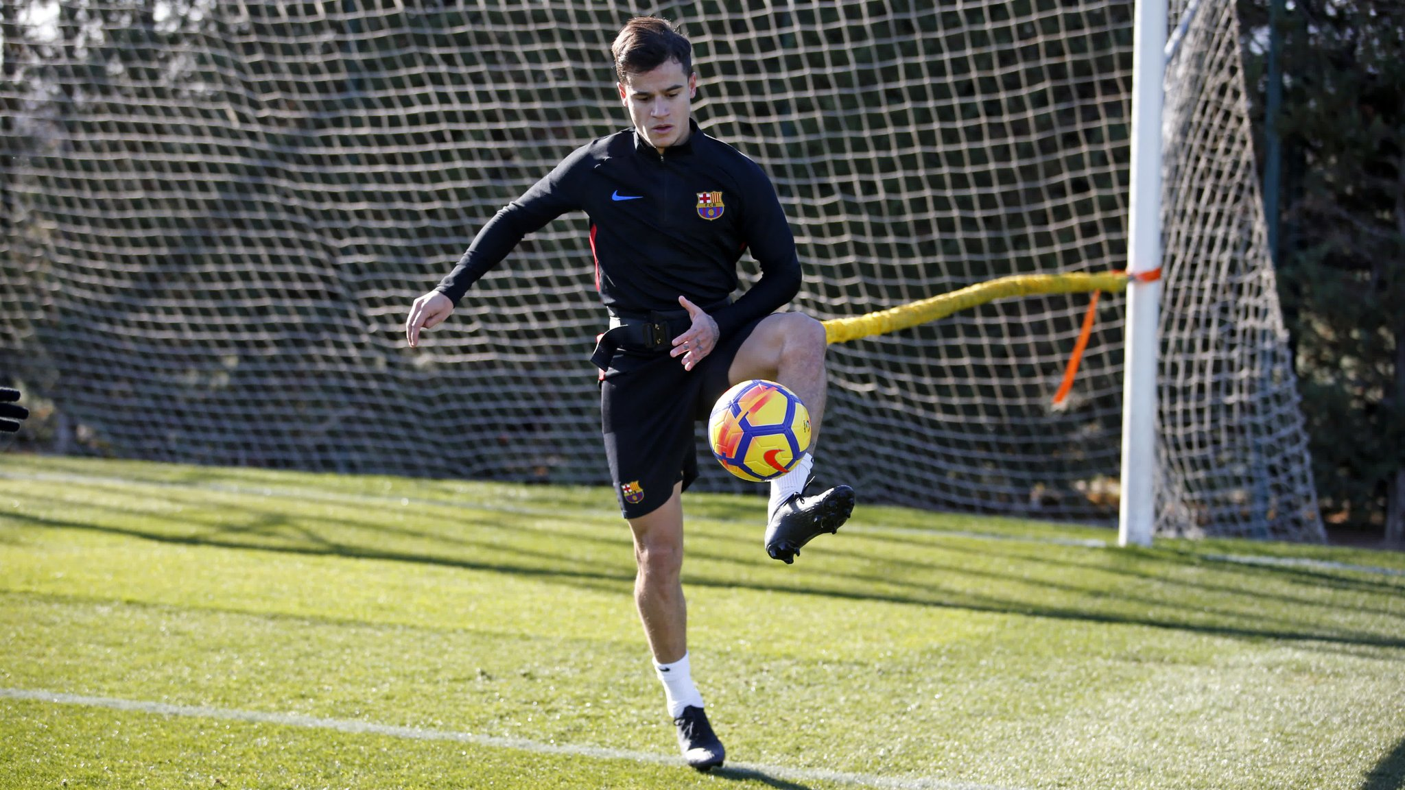 �� @Phil_Coutinho incorporates the ball into his recovery work ���� #ForçaBarça https://t.co/TGfb5NqjKq