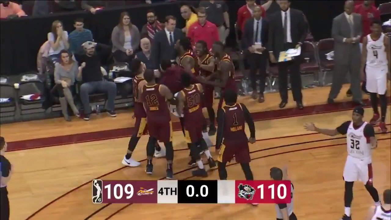 .@trailblazers assignee @calebswanigan50 AT THE BUZZER‼️  FINAL : @CantonCharge 111 / @ErieBayHawks 110 https://t.co/OXEtXxQn2A