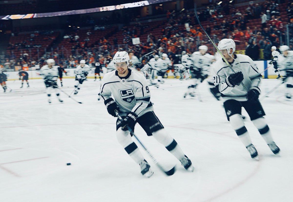 RT @LAKings: Hockey smiles are the best smiles.   #GoKingsGo https://t.co/yzUVmeQ9xu