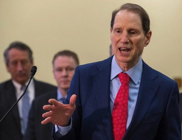 Ron Wyden cancels Oregon town halls due to government shutdown vote