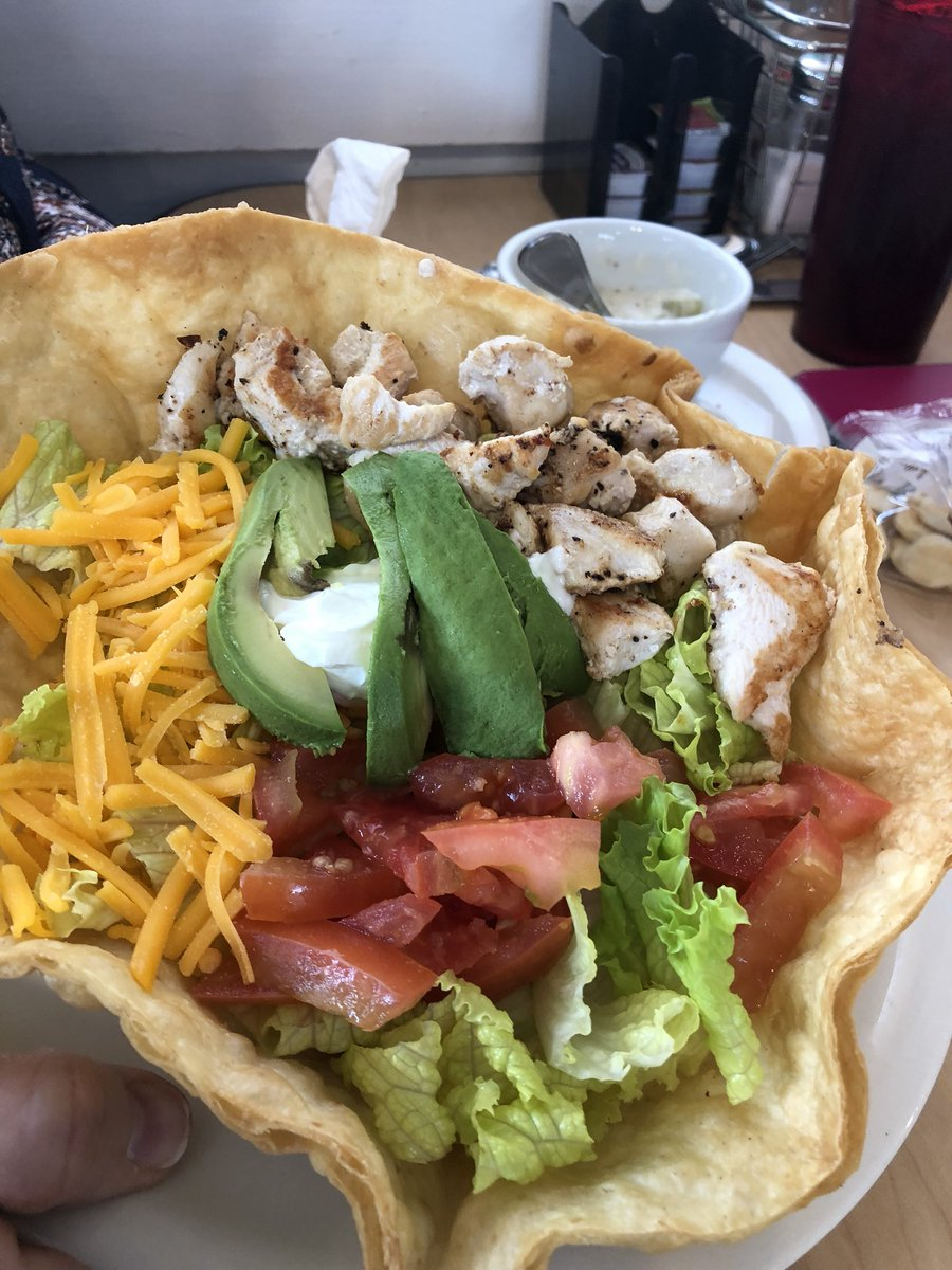 RT @Pennyscafe: Our Chicken taco salad👍 https://t.co/mdRQFcIcrY