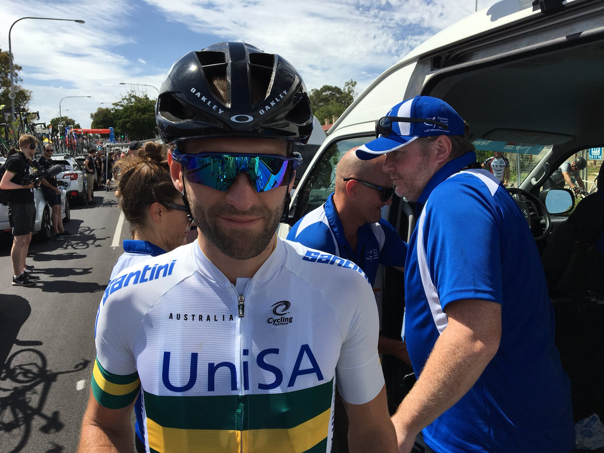 High hopes for this man @NathEarle in today's @tourdownunder at Willunga.  Team UniSA will be supporting him all the way. #TeamUniSA 👏👊🤞👍🚴 https://t.co/4IVxbSzRvl