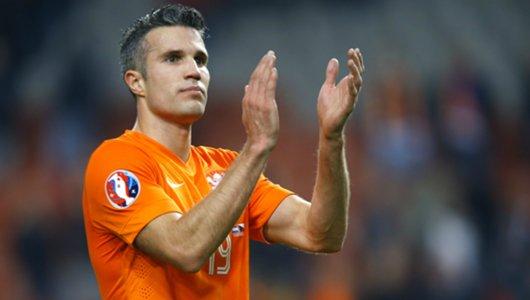 Golden boy Robin van Persie returns home to Feyenoord
