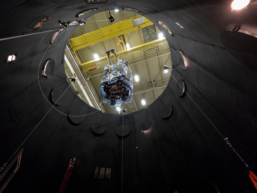 How do you prepare a spacecraft for a journey to touch the Sun? Our Parker #SolarProbe is being lowered into a 40-foot-tall thermal vacuum chamber that simulates the harsh conditions it will experience on its quest through space. Details: https://t.co/IQ4XvA9hbv https://t.co/AqnrmBMggh