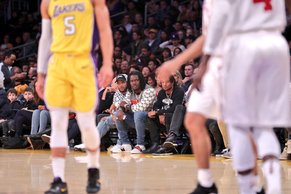 👀 SupaMel looking supafly courtside at the @Lakers game. https://t.co/kr6tvXkZ04