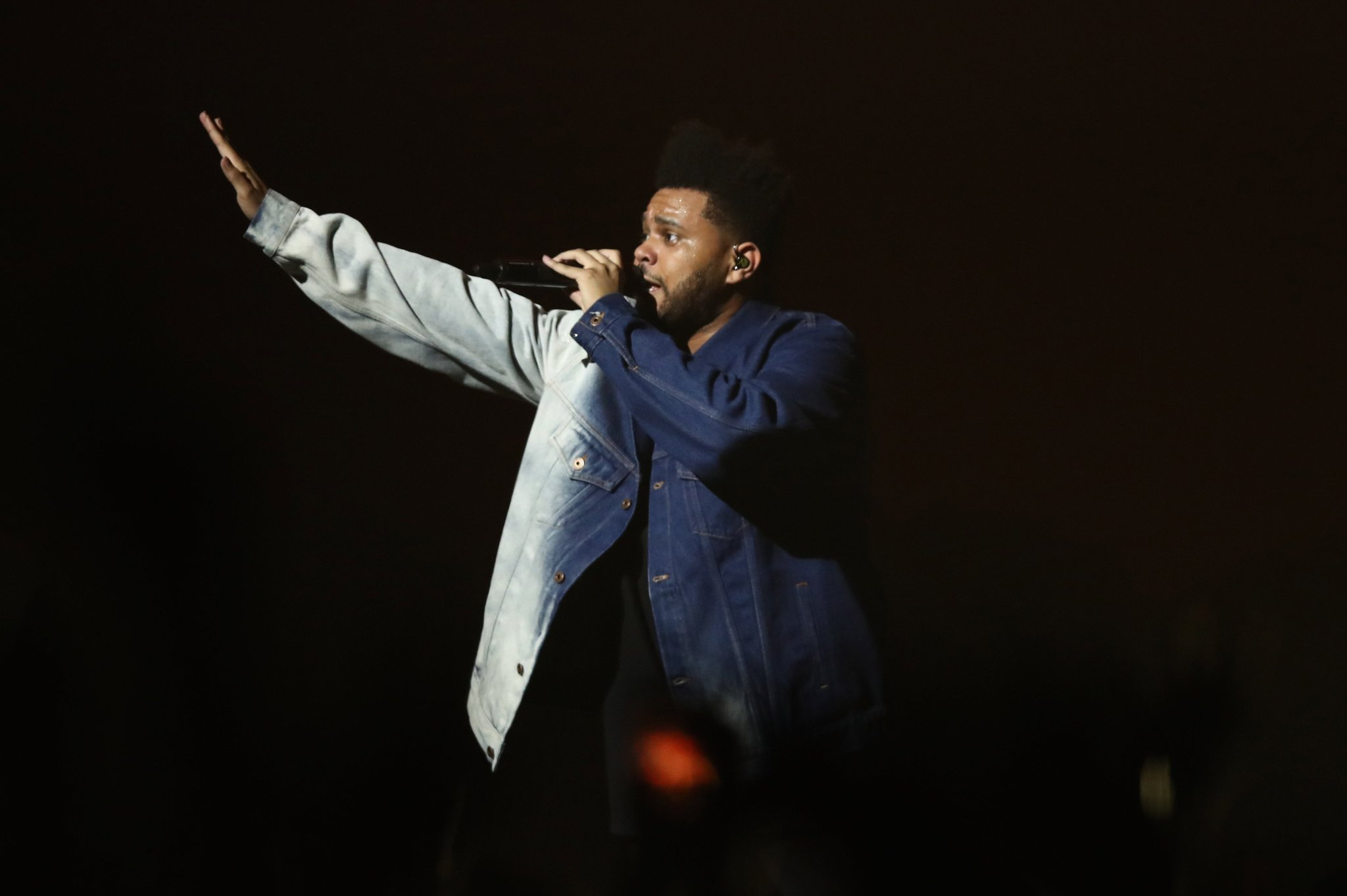 The Weeknd cuts ties with H&M over offensive photo https://t.co/jN3sVTVee3 https://t.co/myKboE0iyg