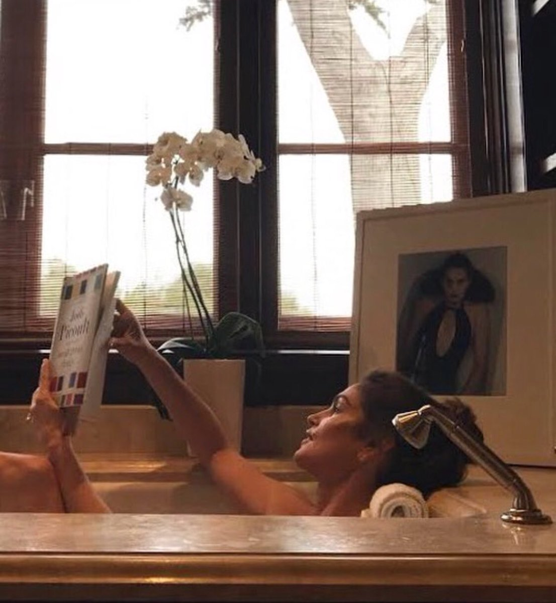 RT @MeaningfulBty: Spending the afternoon soaking in the bath like @CindyCrawford.  https://t.co/b9DqyfnywW https://t.co/45021q97ne