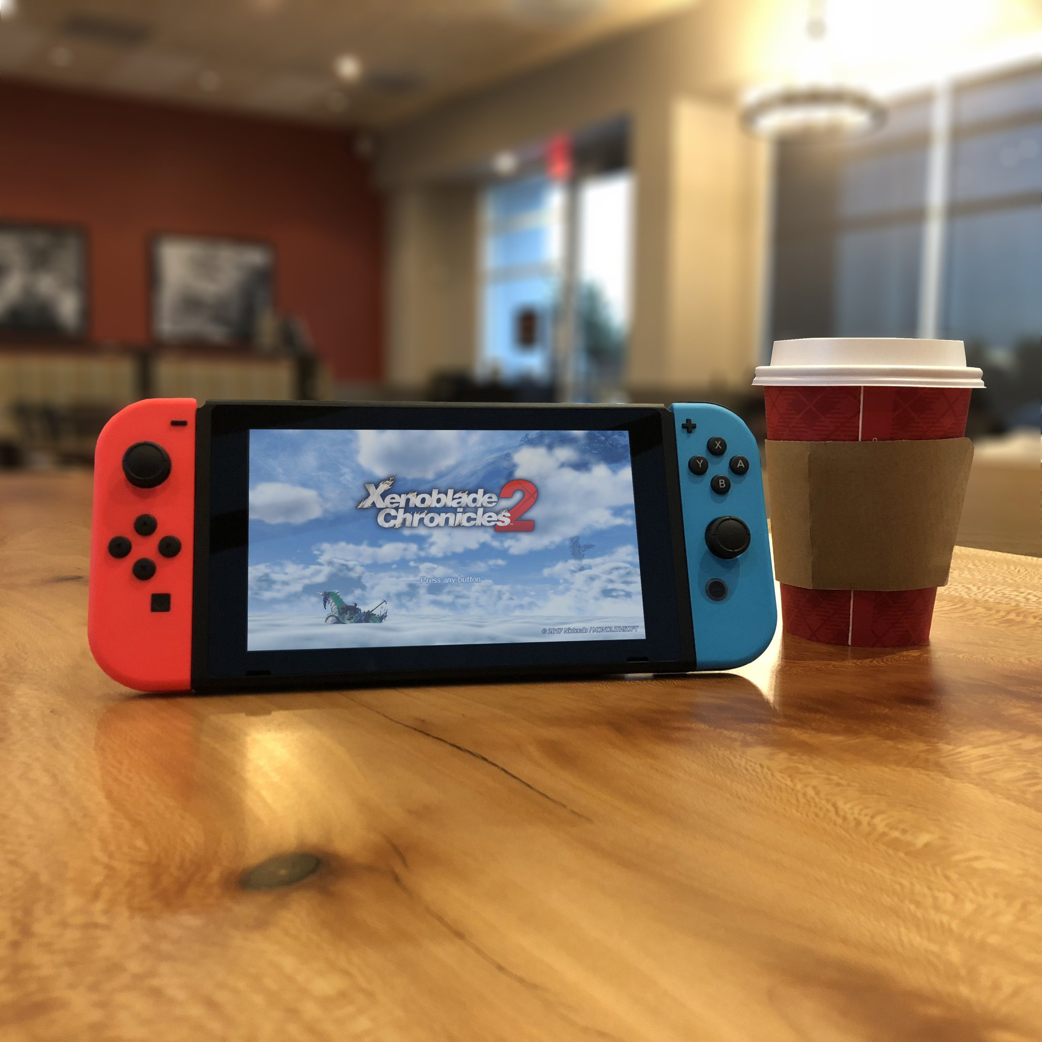 Make the most of your Monday coffee break and take to the skies with #XenobladeChronicles2, only on #NintendoSwitch! https://t.co/8HWkO1ezdp