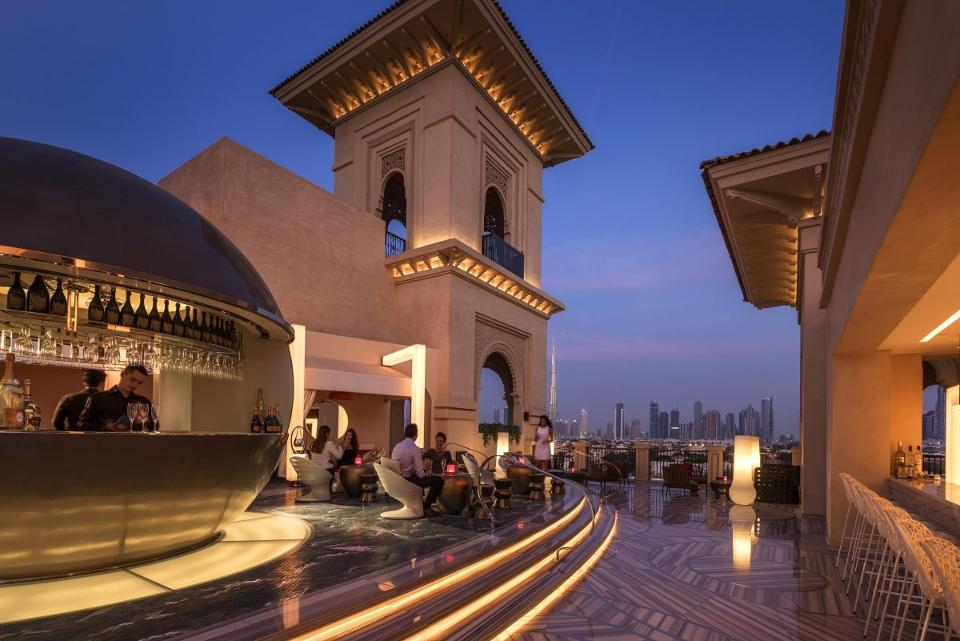 Experience Dubai in two ways, courtesy of @FourSeasons: https://t.co/MZPAYdptMR https://t.co/y4hrDnQ4YZ