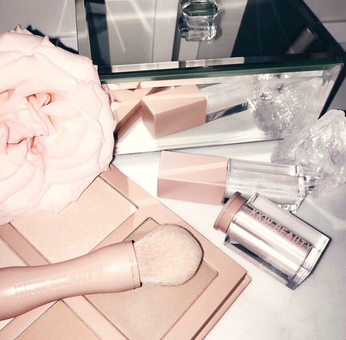 RT @kkwbeauty: How do you like to organize your vanity? Repost Mademoisellevuitton https://t.co/rtzybbMT0c