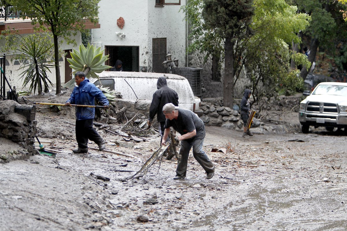 RT @raulroa: Mud flow wreaks havoc in Burbank after strong storm. https://t.co/AbYNd8jriO