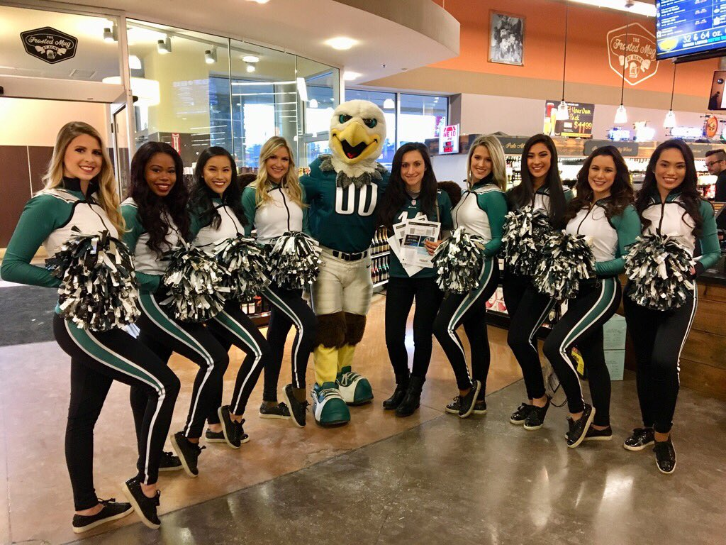 Congrats to our winners from today's Playoff PopUp at @acmemarkets!   #FlyEaglesFly https://t.co/20fHBlNXQu