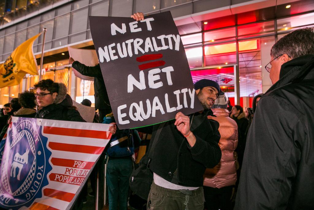 Democrats force Senate vote on #NetNeutrality repeal https://t.co/FSXkKIc3Pa https://t.co/m1sNqG2qn8