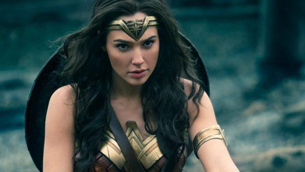 Wonder Woman @GalGadot wants to sell you the #HuaweiMate10Pro https://t.co/01YFjFacGZ https://t.co/InqyARsPKZ