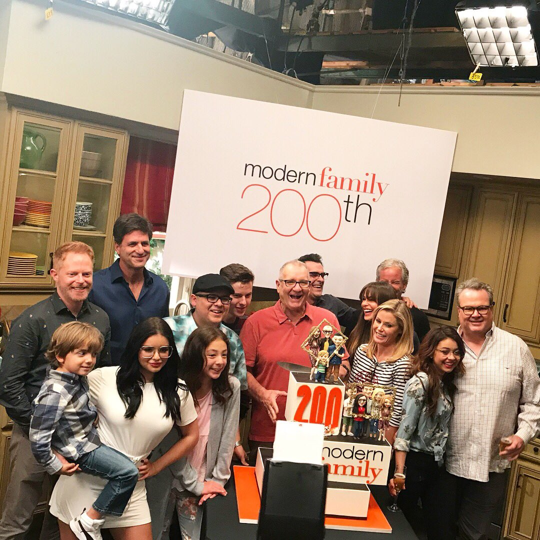 RT @ModernFam: The #ModernFamily 200th is TONIGHT! Thank you for your support over the last 9 seasons! ???????????? https://t.co/KpKVNGduWg