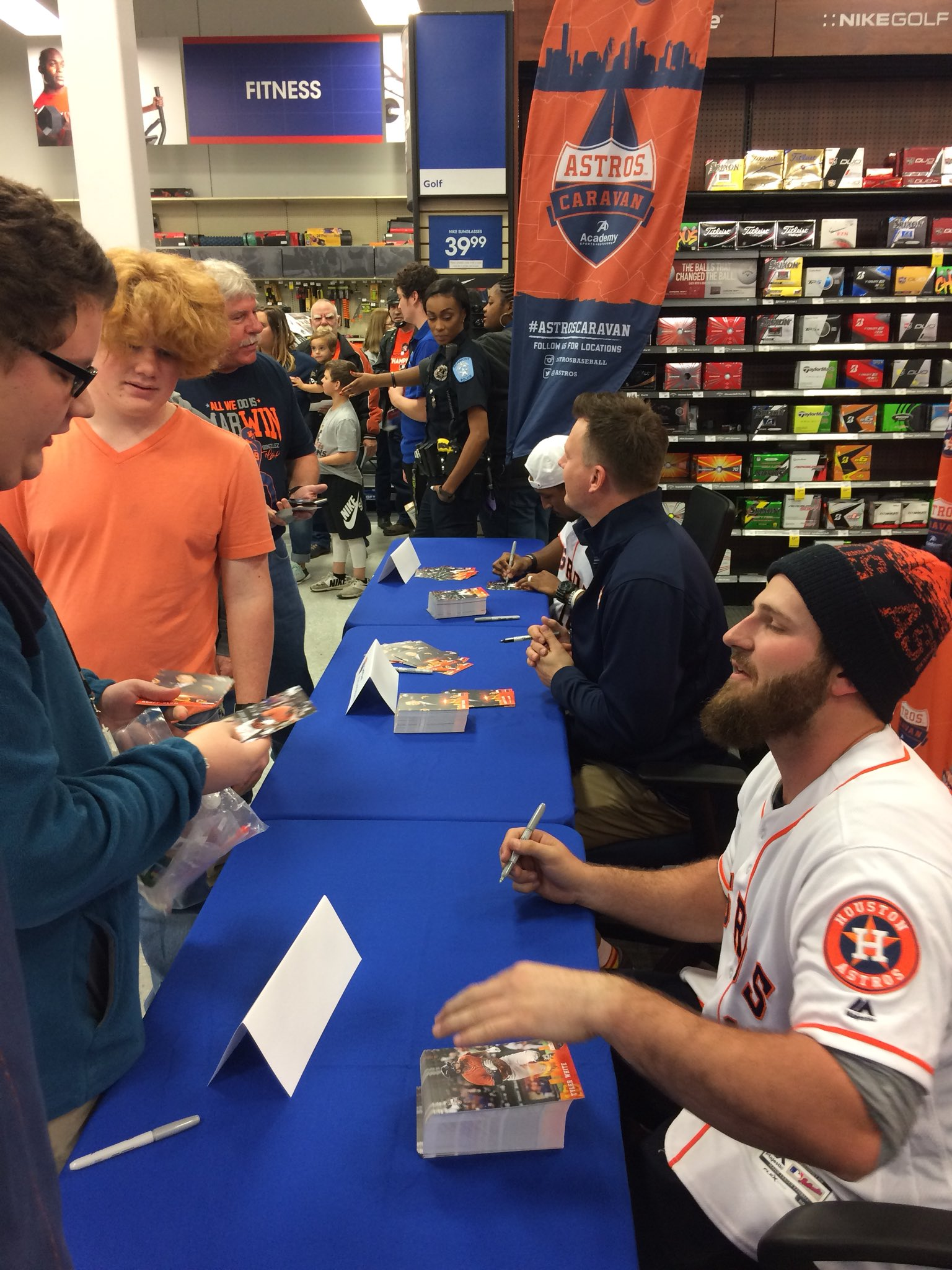 Autograph time at @Academy! ✍️  #AstrosCaravan�� https://t.co/UJrOSZ0ju0