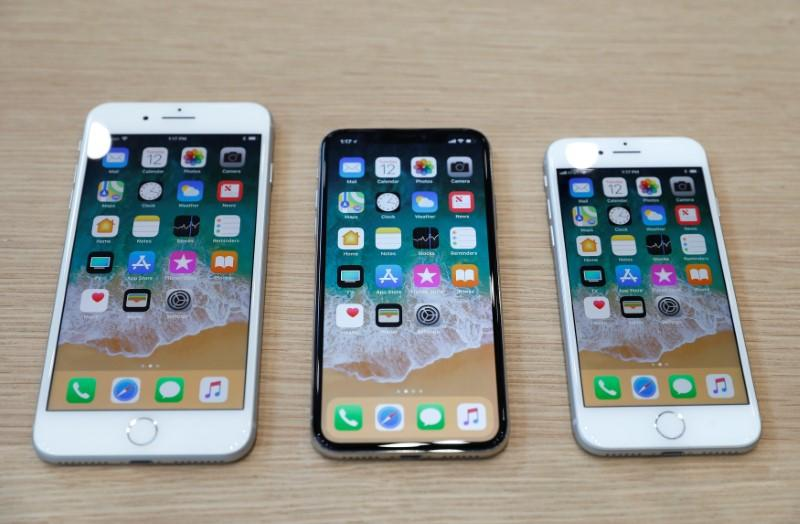 Senator wants Apple to answer questions on slowing iPhones