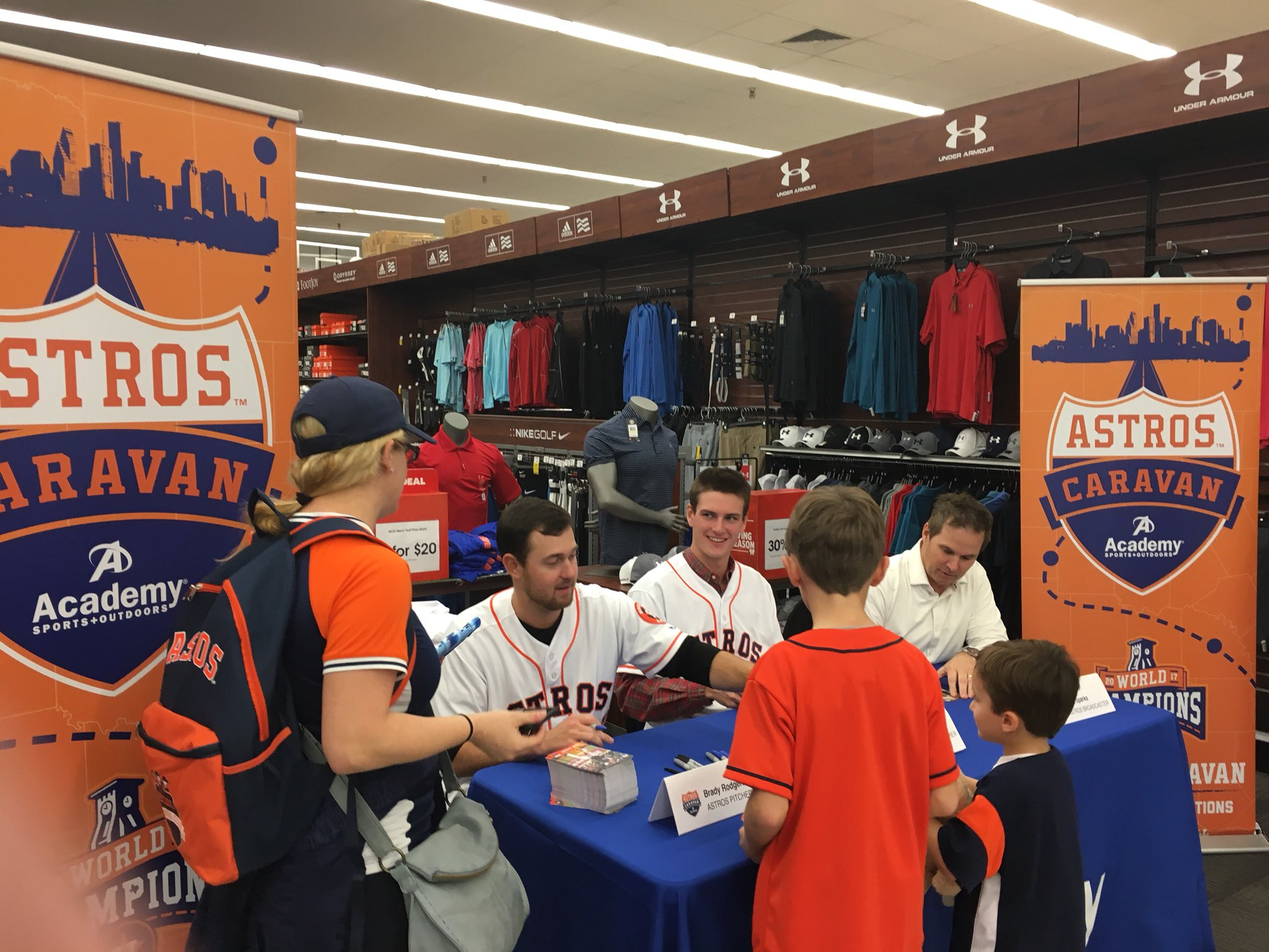 Up next: an autograph appearance at @Academy. ✍️  #AstrosCaravan https://t.co/SpTbHQA31N