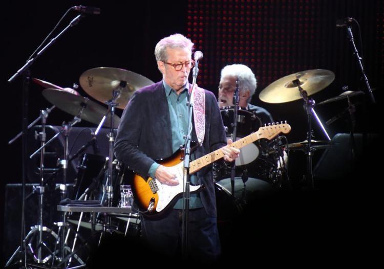Eric Clapton says tinnitus is causing him to go deaf https://t.co/6bVbVanICA https://t.co/nFCLsc99NJ