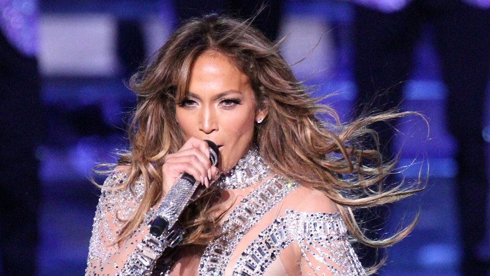 Jennifer Lopez (@JLo) will guest star on an episode of