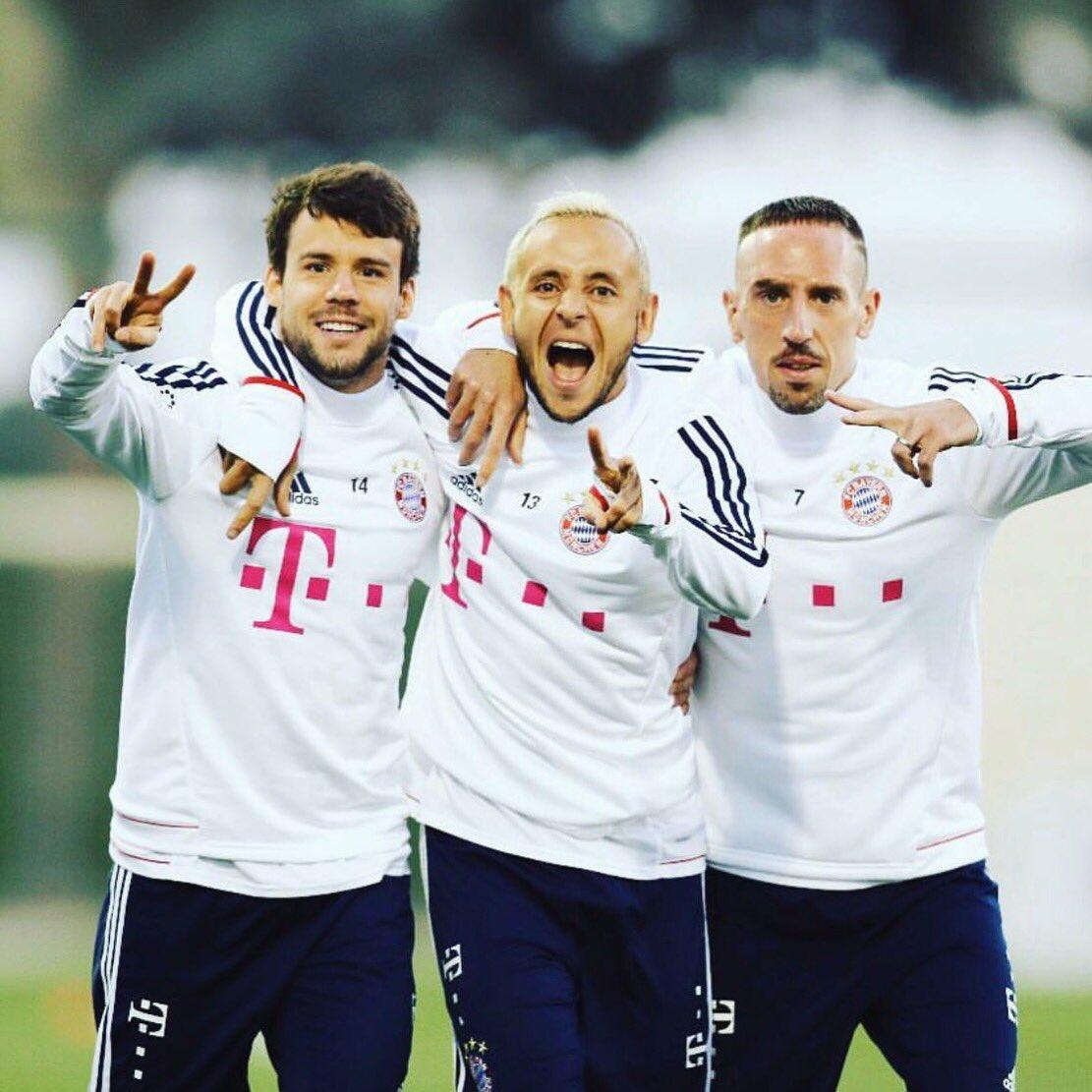 RT @FranckRibery: Think you can see it - we're ready for tomorrow 🔥⚽️😉✌🏼 #B04FCB #MiaSanMia @FCBayern https://t.co/tVp8Cja11K