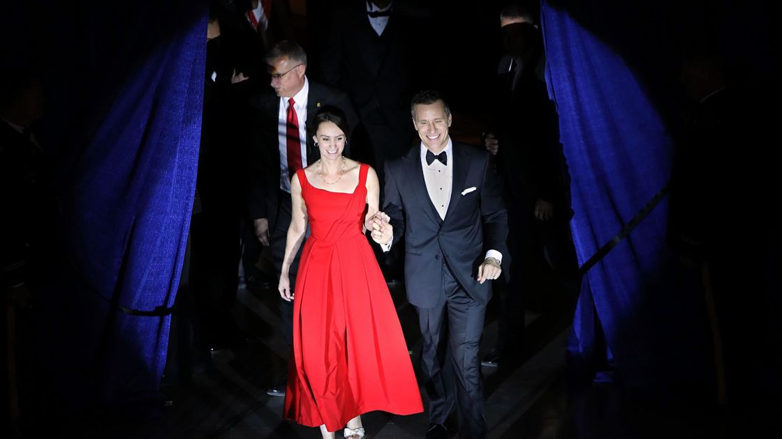 Greitens admits affair but denies related blackmail allegation