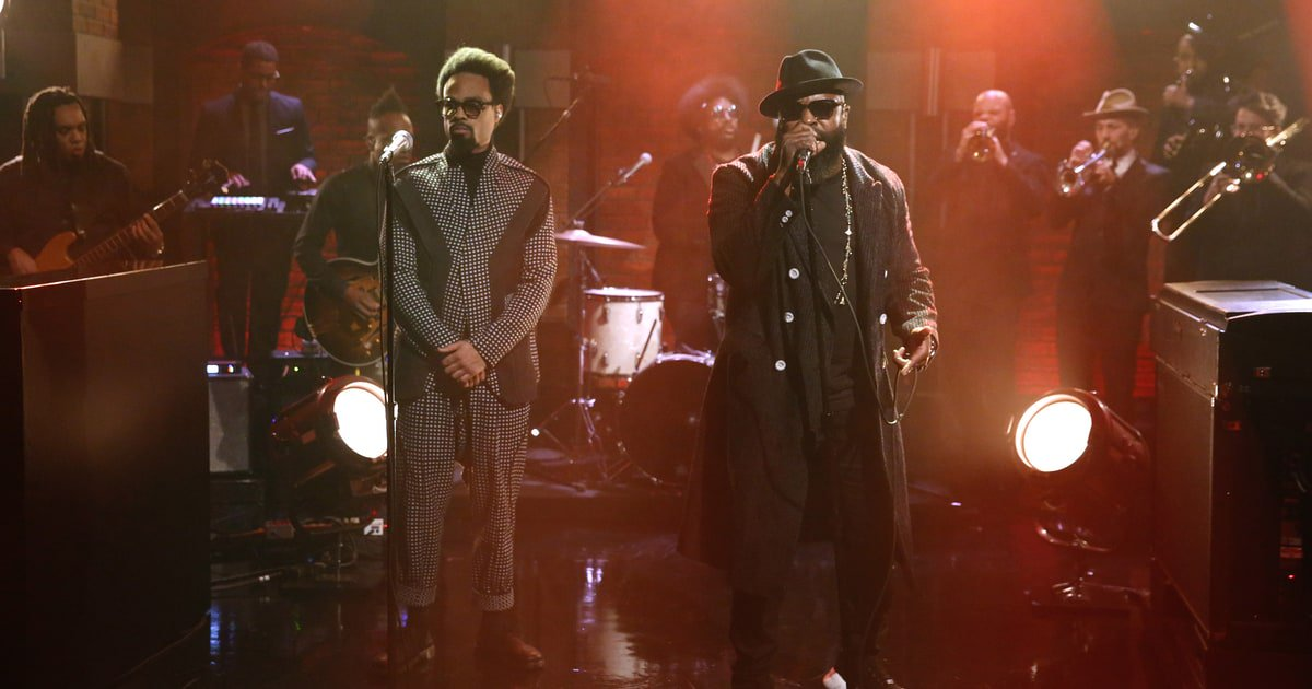 See the Roots and Bilal perform the stunning 'It Ain't Fair' from #DETROITmovie on #LNSM https://t.co/LoegV34yCQ https://t.co/tu68th1Mmo
