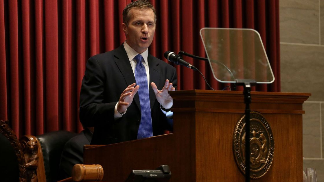Greitens admits affair, but denies allegation he blackmailed woman with photo