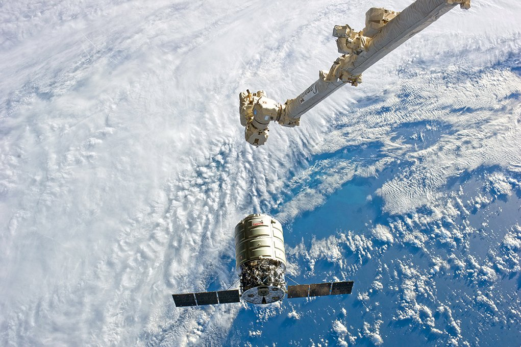 #tbt to this time 4 years ago when our Orb-1 #Cygnus was preparing to dock with @Space_Station, carrying more than 2,700 lbs of cargo for the crew. https://t.co/q2BcbWpGv7