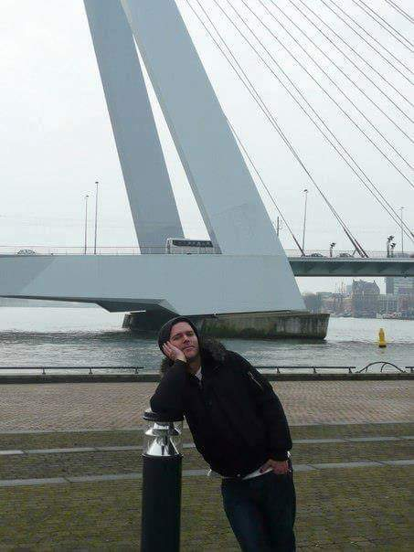 Me: I'm not nationalistic  Also me: Has this picture of Richard taken in Rotterdam as phone background.. again https://t.co/w4uUGUyPEQ