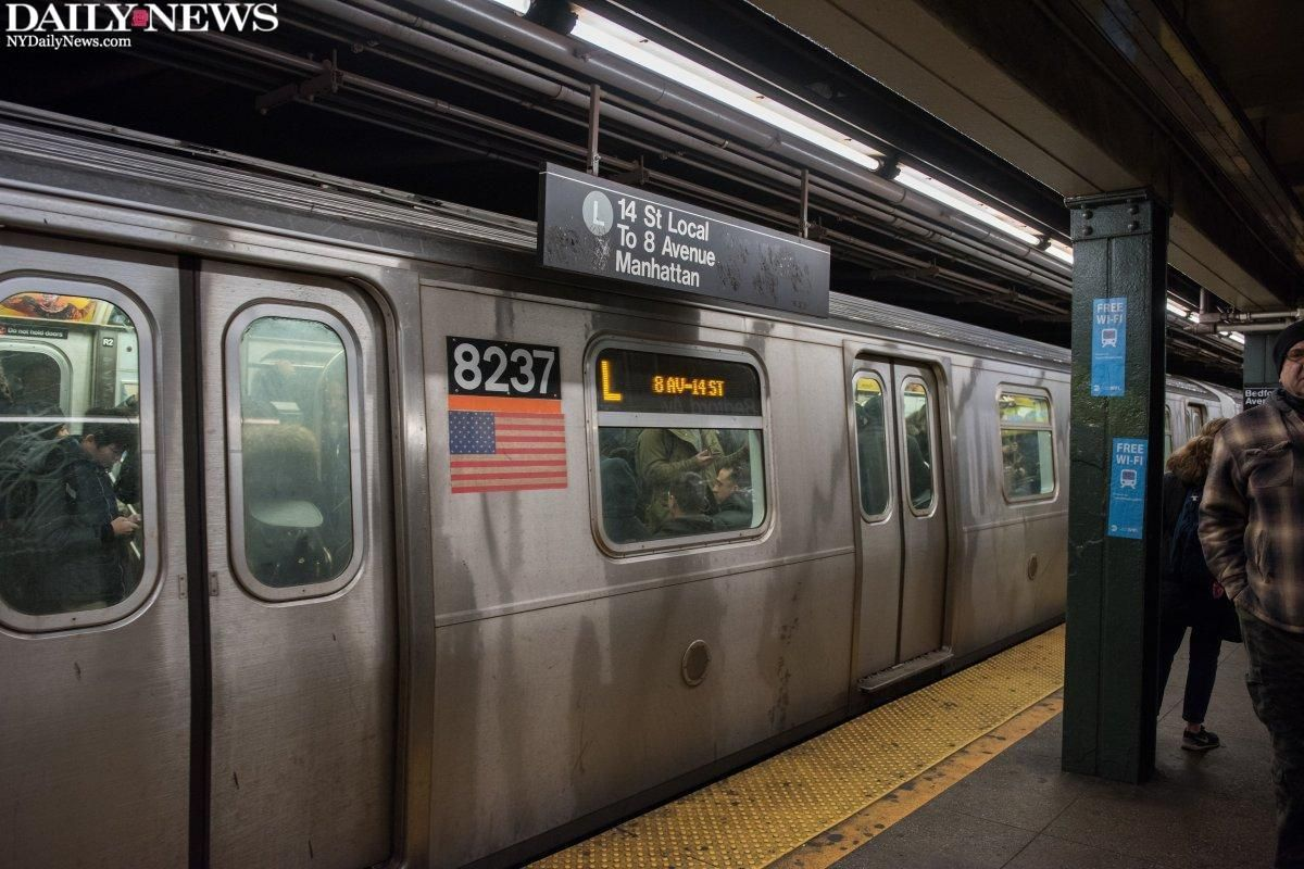 A woman was struck and seriously injured by an L train in Williamsburg https://t.co/F5NLkpWkEO https://t.co/535iD3gSyM