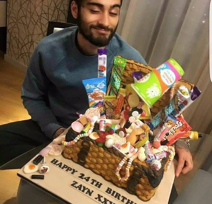Happy BirthDay Zayn Malik    24 Years Old    12-01-1993    12-01-2018