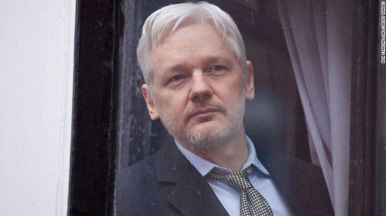 WikiLeaks founder Julian Assange has been granted Ecuadorian citizenship https://t.co/zpI0Lq8Xam https://t.co/UEnIszJyhK