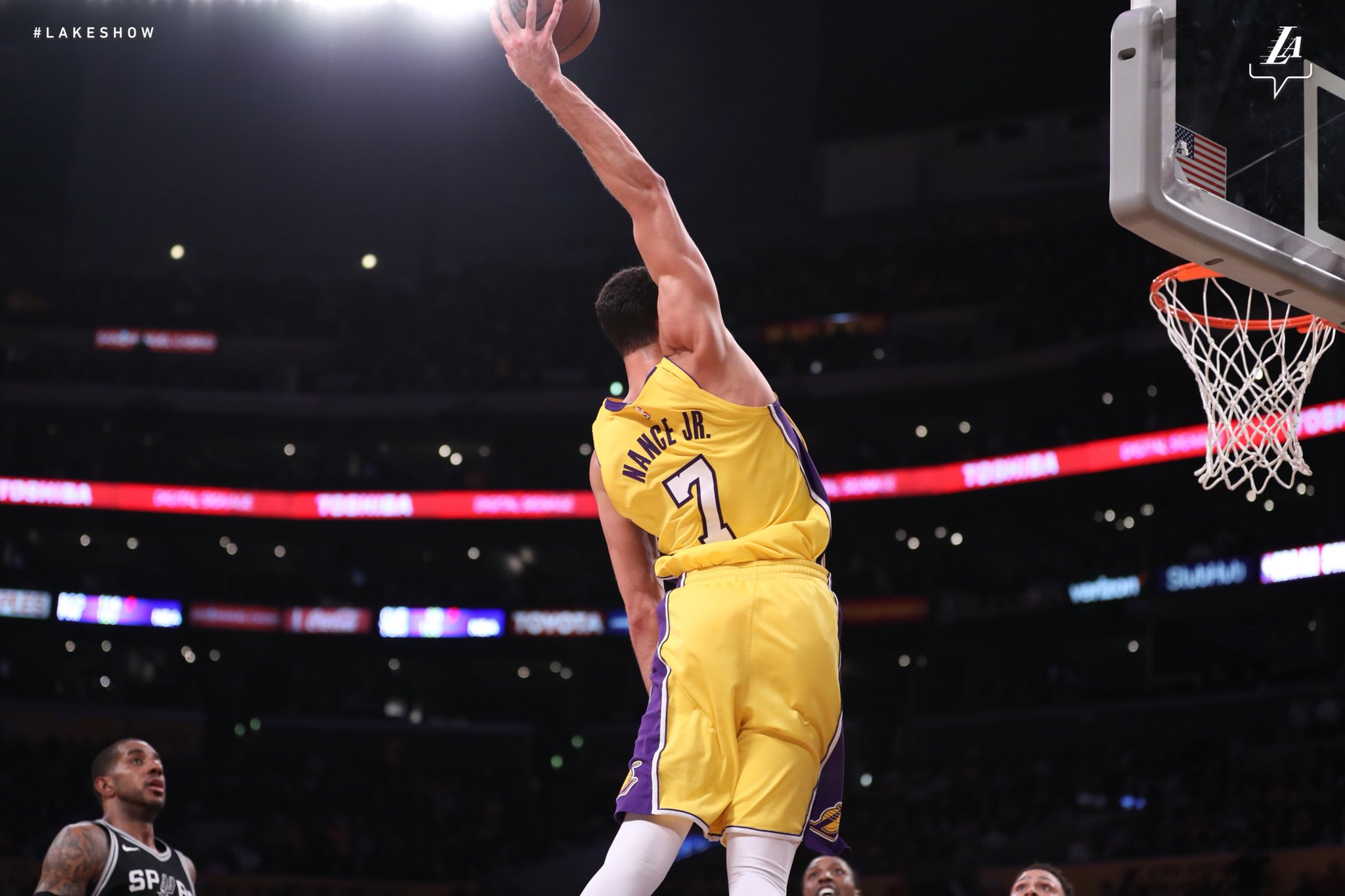 Reach all the way back for it Mr. Nance!! #LakeShow. https://t.co/5Oi5Z8Gcex