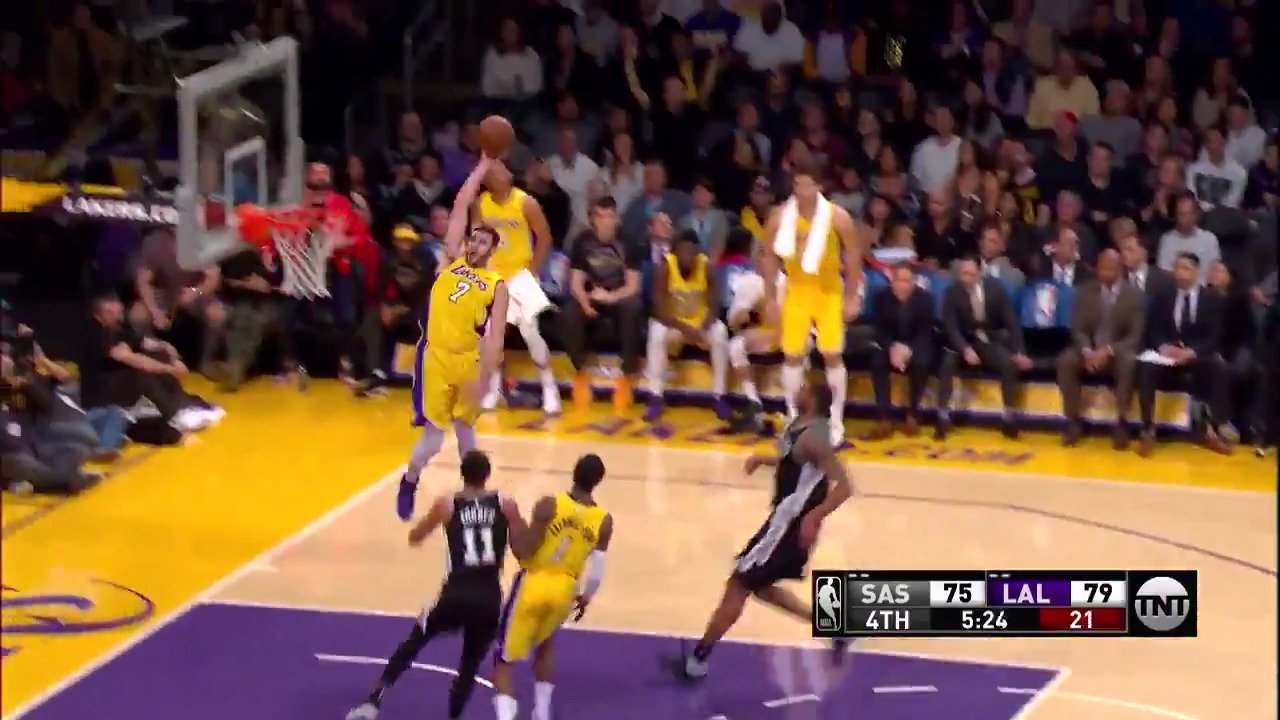 Larry! Nance! Jr! ��  #LakeShow https://t.co/Vva2Cnp3Je