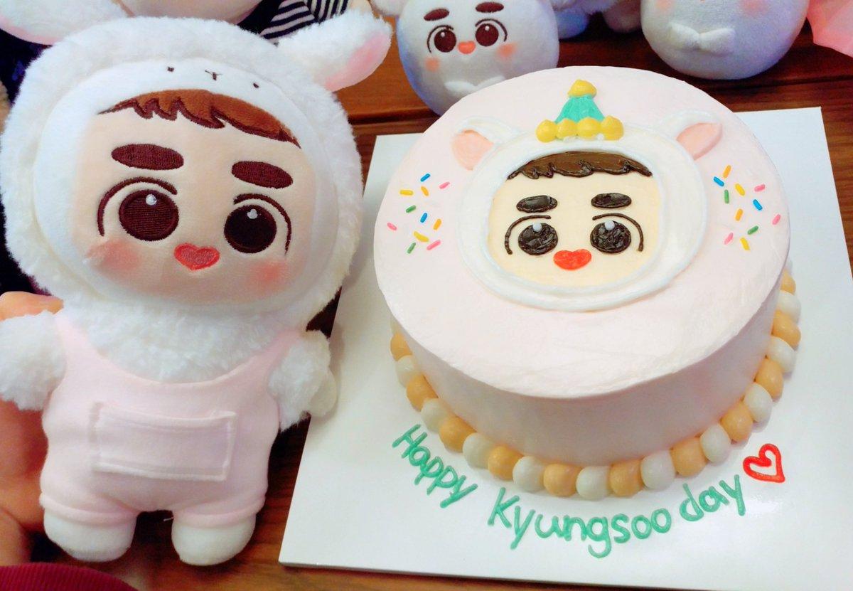 RT @Xiu_n_Do: 경수를 축하하는 됴램이 케이크❤ 됴램파티 워호🎉🎉🎉 생일 축하해 경수야! #경수야생일축하해...