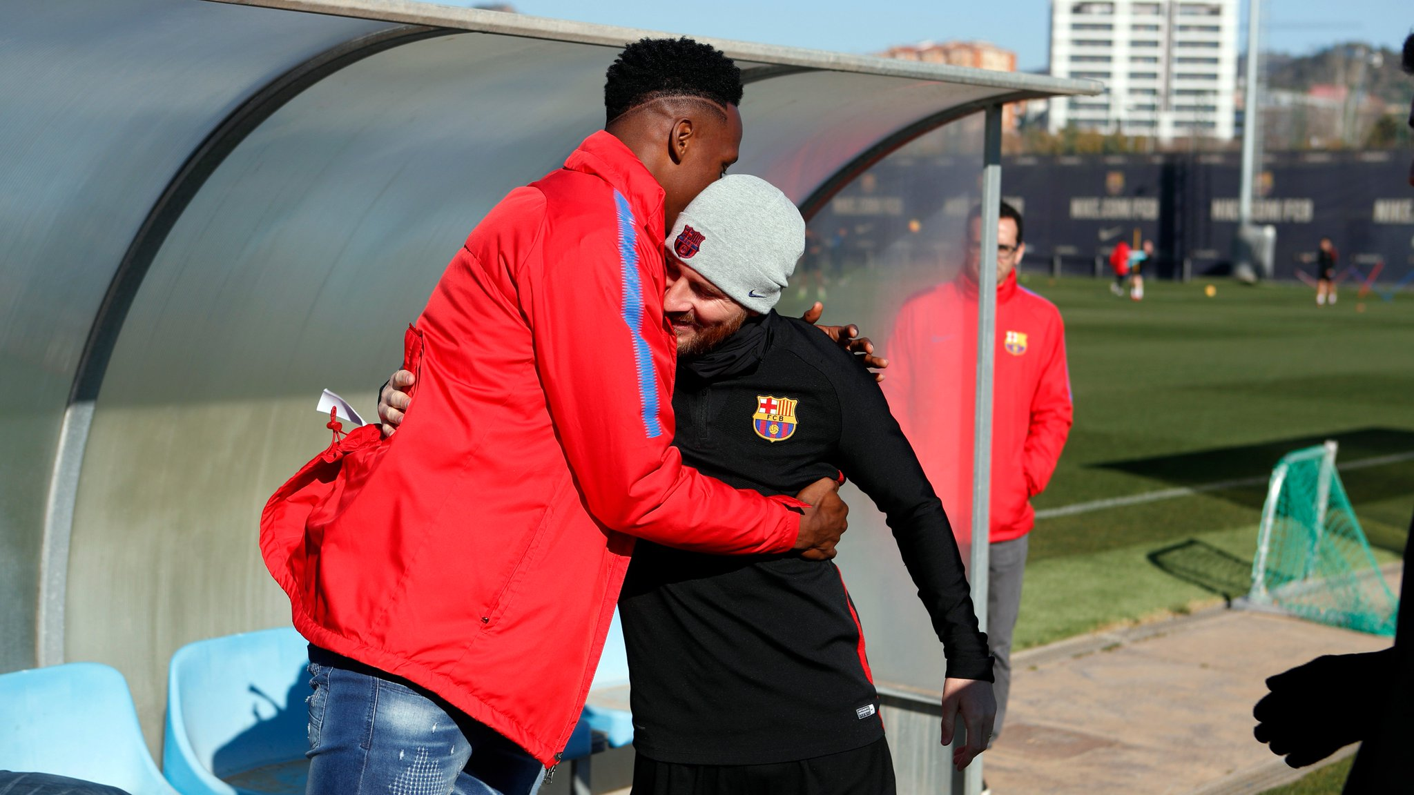 When Yerry met Messi! �� Our latest arrival says hello to his new team-mates... ���� #ForçaBarça https://t.co/0MvXwTqlFE