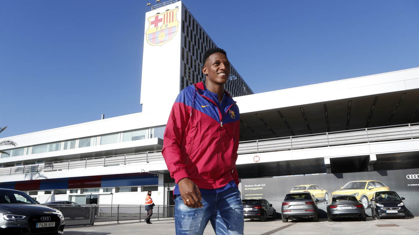 �� We go behind the scenes on a special day for Yerry Mina! ���� #BeBarça https://t.co/NbLmmDzfyJ