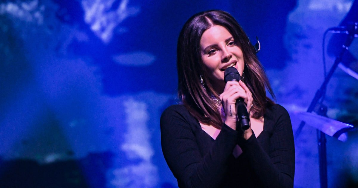 Hear Lana Del Rey on BØRNS' new electro-soul song 'Blue Madonna' https://t.co/W4mpdk5Lzg https://t.co/VToP38uVQA