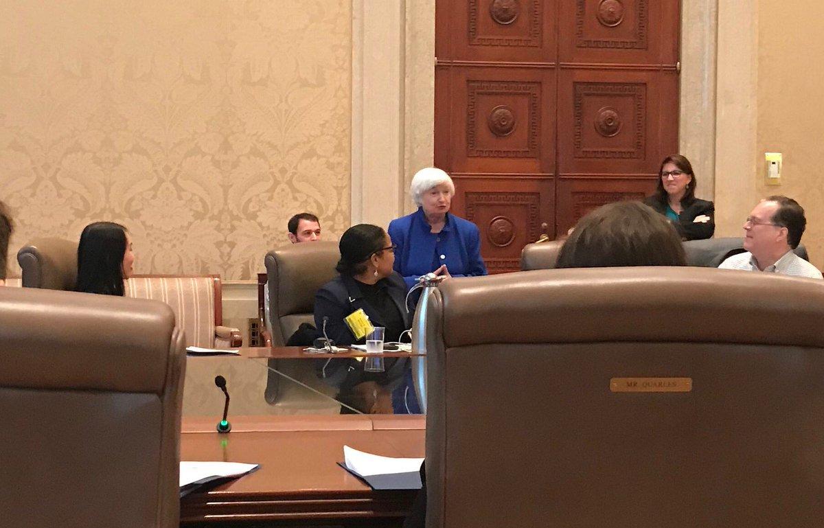 RT @MartySteffens: Janet Yellen meets @SABEW business journalists in board room of Fed #sabewdata2018 https://t.co/pifrgYZR9U