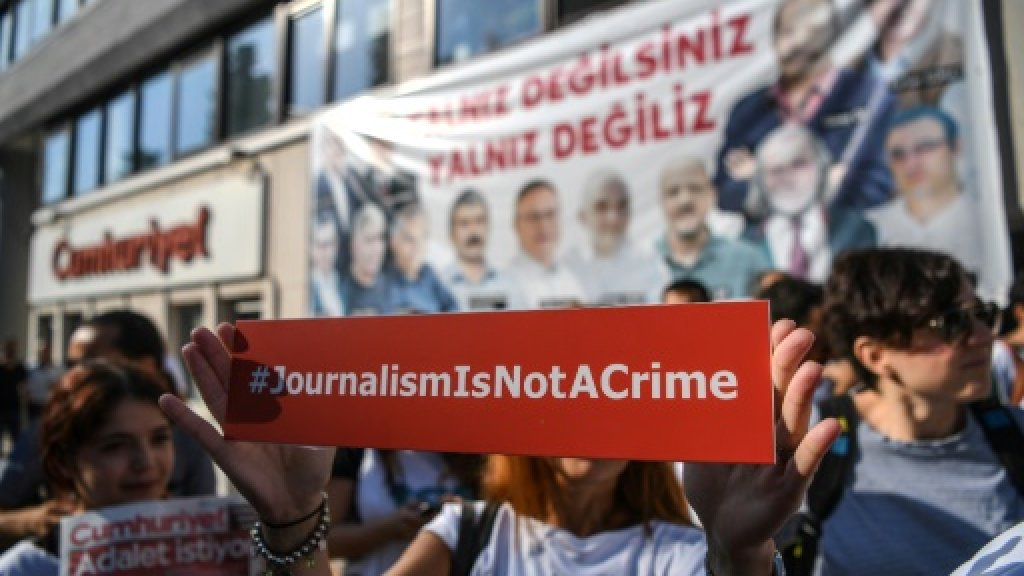 Turkey government at odds with top court on writers' release