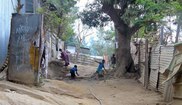 """Coulée de boue à Mayotte: Macron fait part de la """"solidarité de la nation"""""""
