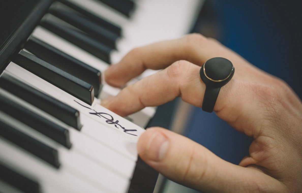 This ring lets you bend musical notes on a keyboard with a wave of your hand https://t.co/hSemlk2Hen https://t.co/mDKyw634Ym