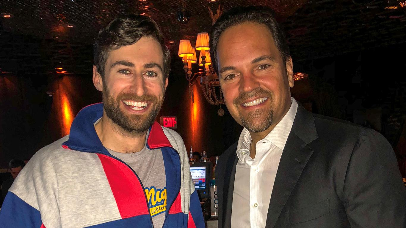 Host of @hqtrivia and huge #Mets fan, @ScottRogowsky hanging with Mets legend @mikepiazza31. https://t.co/7ggBkyWNqb