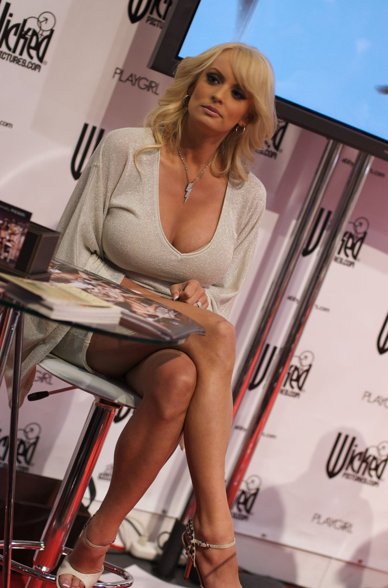 Big-tit blonde Stormy Daniels is getting load of sperm on her face № 96903  скачать