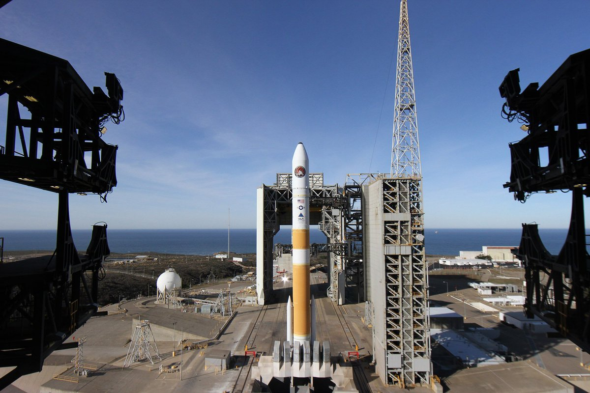 A view of the #DeltaIV with #NROL47 on the launch pad earlier today. Launch is planned for 2:11 p.m. PST. Weather remains favorable and no issues are in work as we  count down to launch. https://t.co/S6v3GrEKcX https://t.co/JMSWgq3xpm