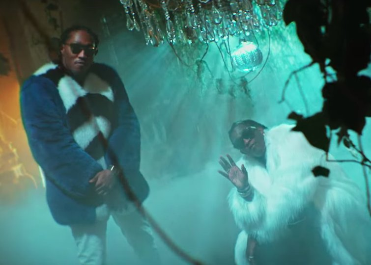 "Young Thug wears a literal snake in the video for ""Mink Flow.' https://t.co/ezbwwrpHsX https://t.co/8bU168ft1C"