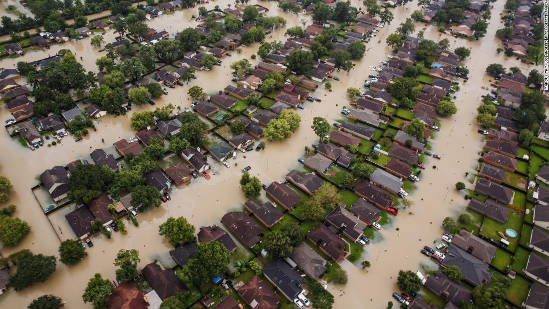 2017 was the most expensive year on record for US weather disasters, costing $306 billion https://t.co/vePTlgmyq9 https://t.co/JcctvV4HVq